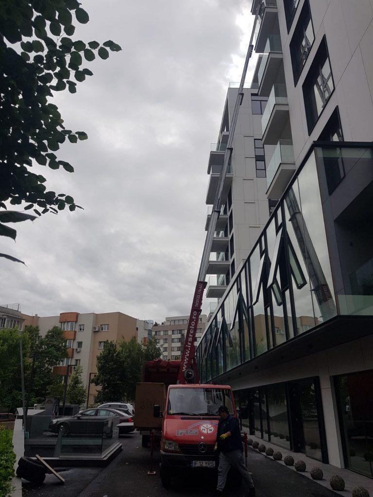 relocare-firma-lift-exterior-1-1-768x1024 Iti muti firma intr-un nou birou? Iata ce trebuie sa ai in vedere!